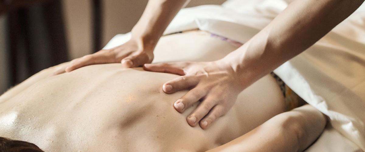 Massage tantrique : l'abandon de soi vers une sensation de plaisir intense
