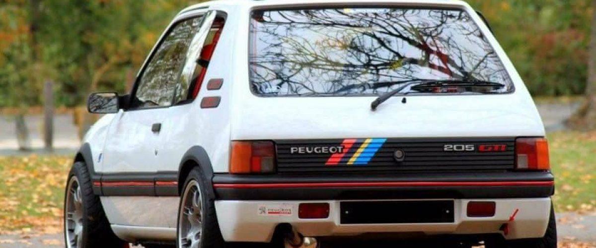 À la découverte de la voiture Peugeot 205 GTI