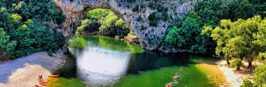 Découvrir Vallon-Pont-d'Arc en canoë